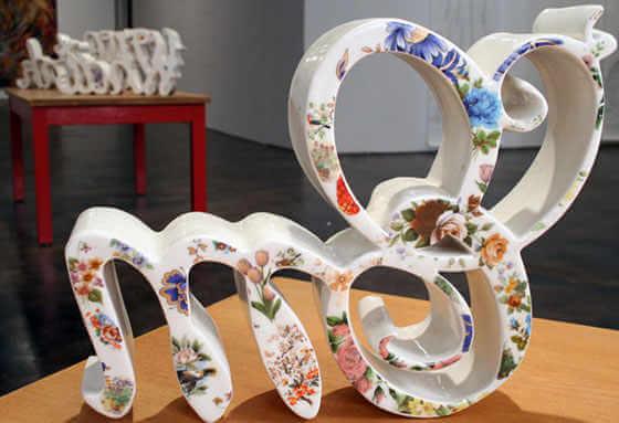 letras hechas en cerámica