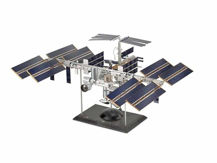 ISS en escala para armar