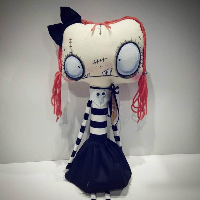 Muñecos y peluches emo