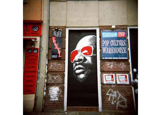 Graffitis en cortinas metálicas