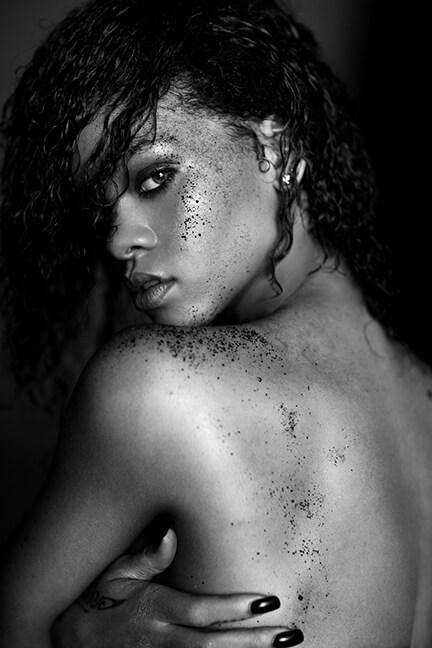fotos famosas en blanco y negro rihanna