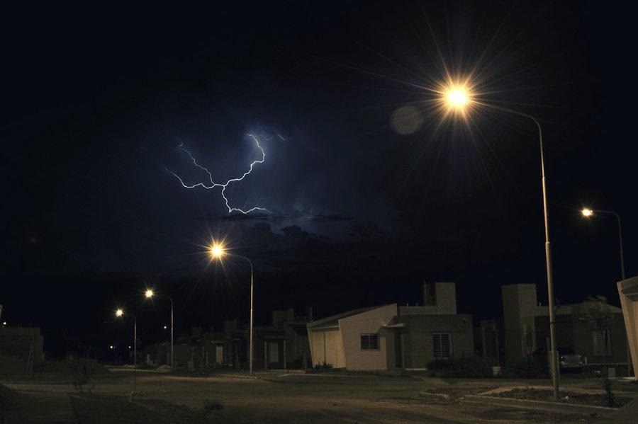 tormenta eléctrica con rayos