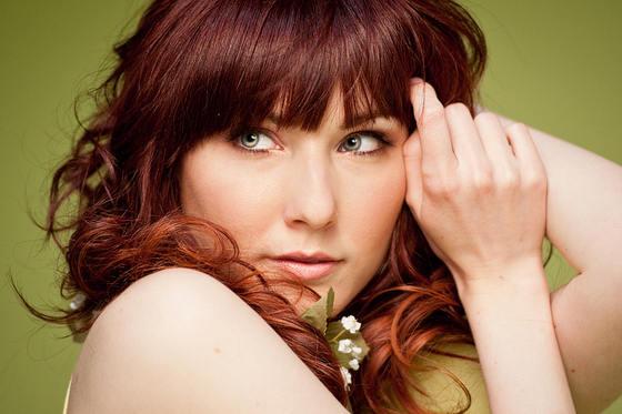 mujer ojos verdes