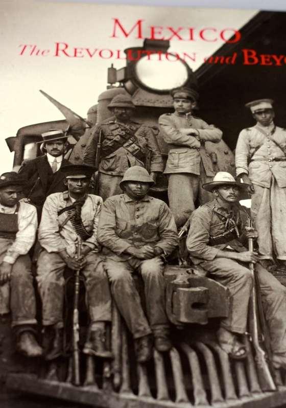 Libro con fotos de la revolución Mexicana