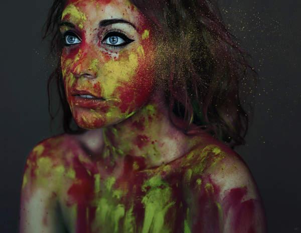 mujer con pintura
