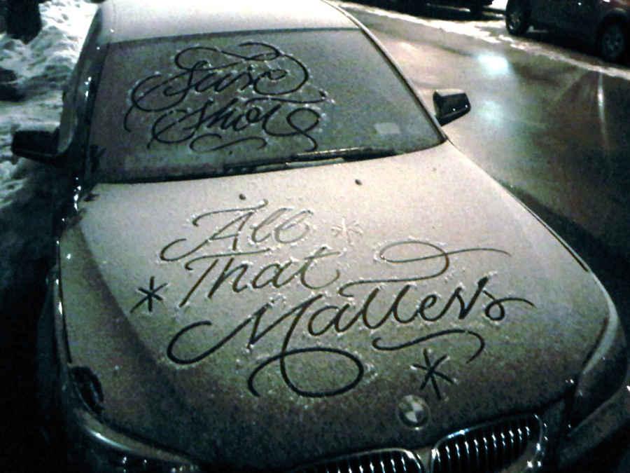 caligrafía sobre nieve