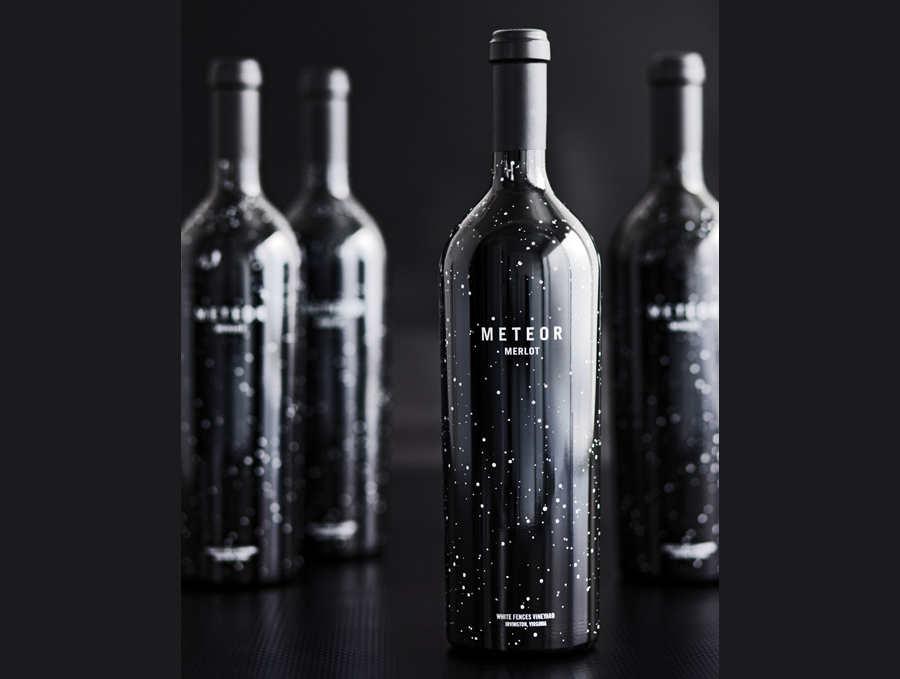botellas de vidrio con vino