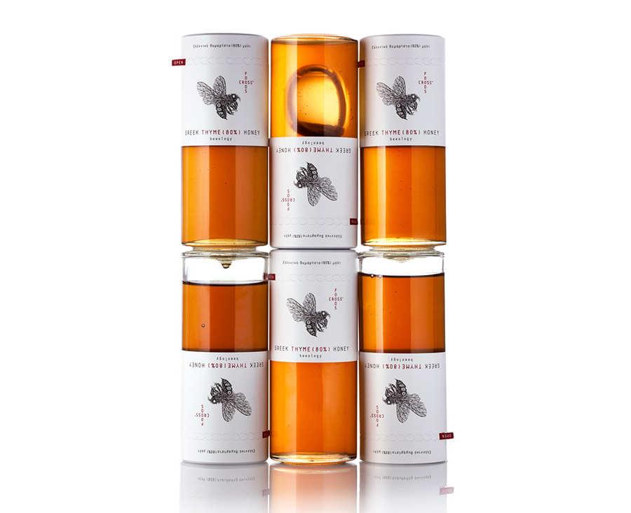 botella con miel de abeja