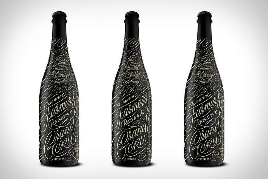 botella de vino con caligrafía