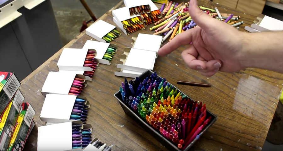 florero hecho con crayolas