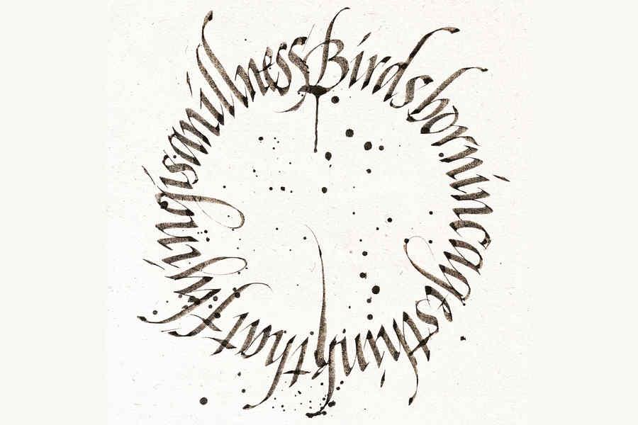 caligrafía hecha con plumones