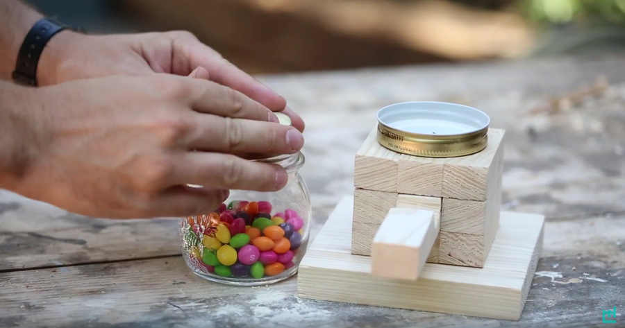 cómo hacer un dispensador de dulces casero
