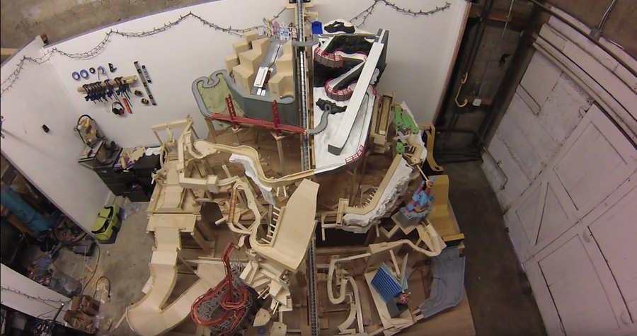 marble machine hecha de madera