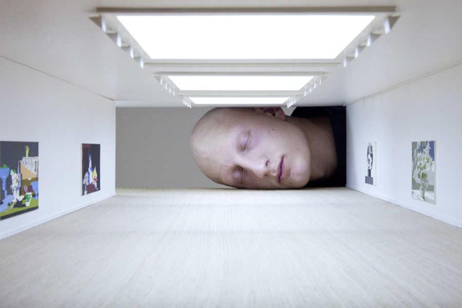 cabezas gigantes en galerías miniaturas
