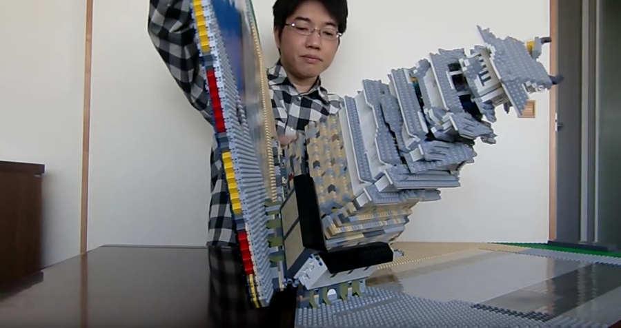 pop-up hecho con legos