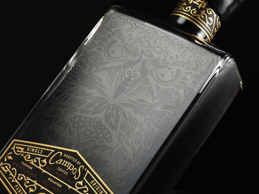 botella edición especial con licor de café