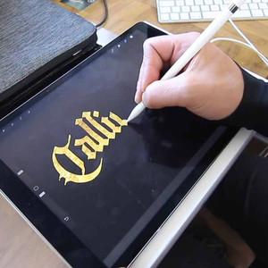 Ejercicios de caligrafía hechos en un iPad Pro