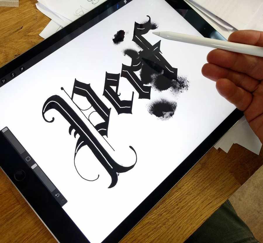 ejercicios de caligrafía en iPad Pro