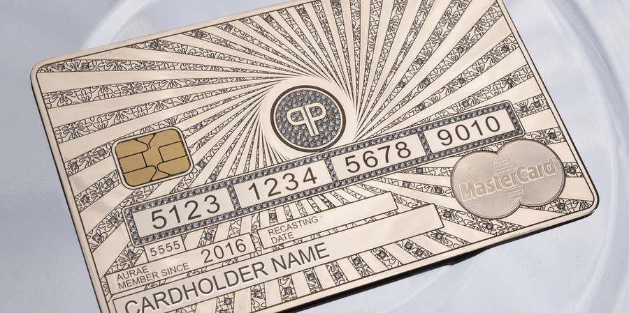 tarjetas de crédito hechas de oro