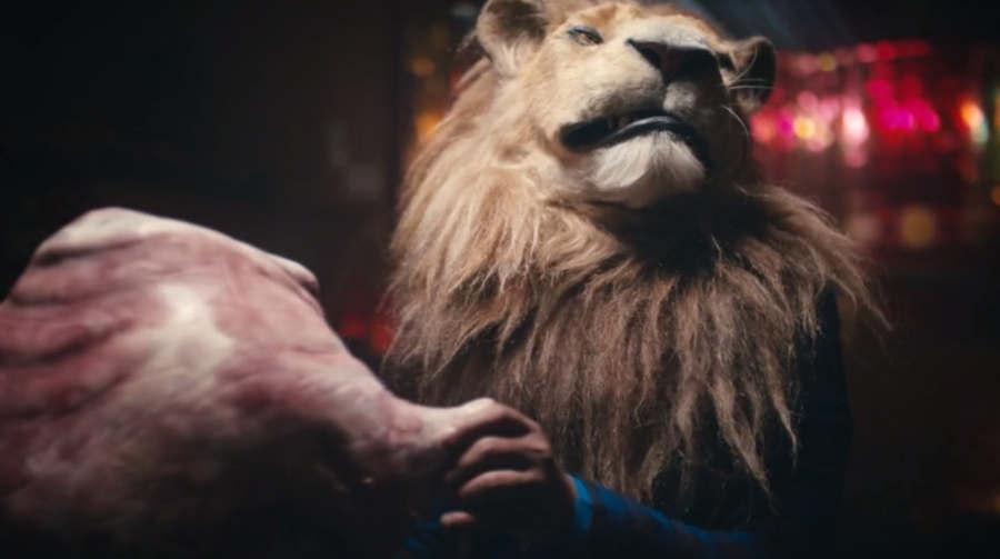 comercial con león