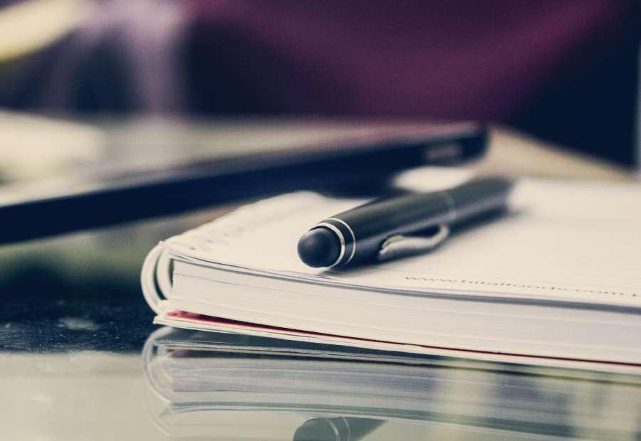 pluma fuente con forma de cohete