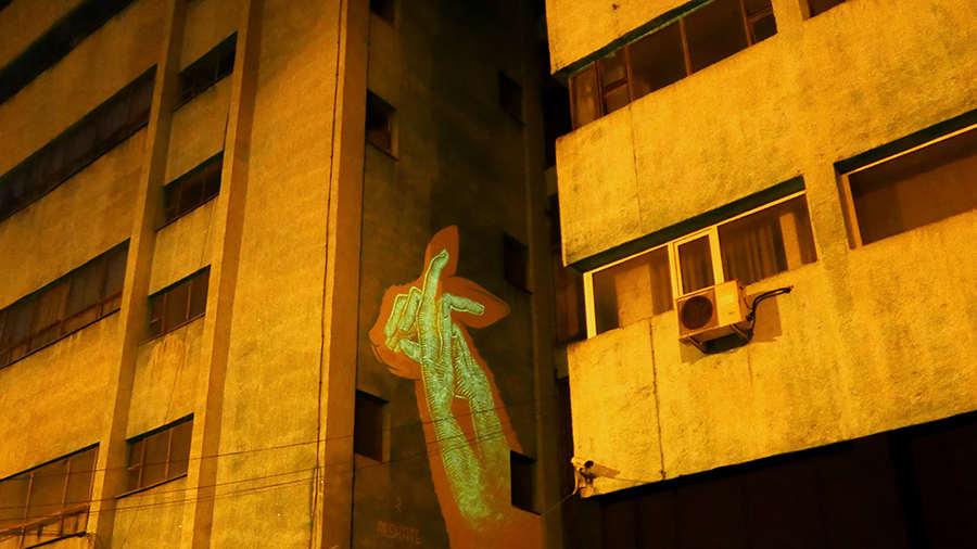 murales que brillan en la oscuridad