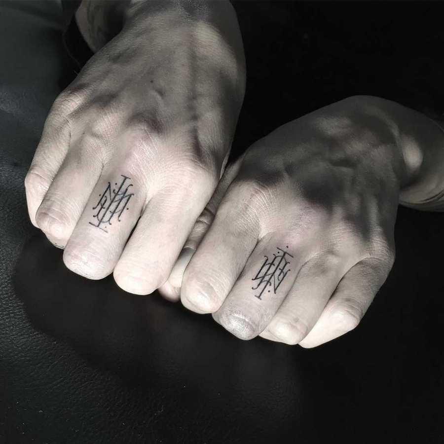 ejemplos de monogramas para tatuajes