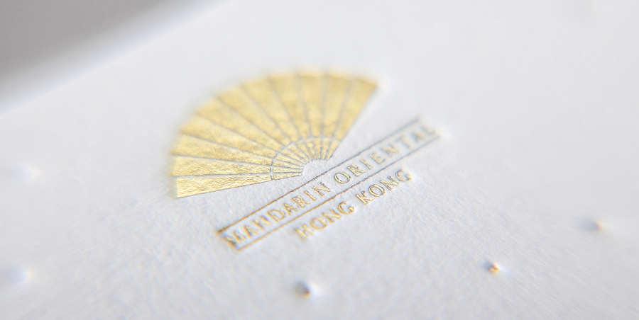 impresión con lamina dorada y letterpress