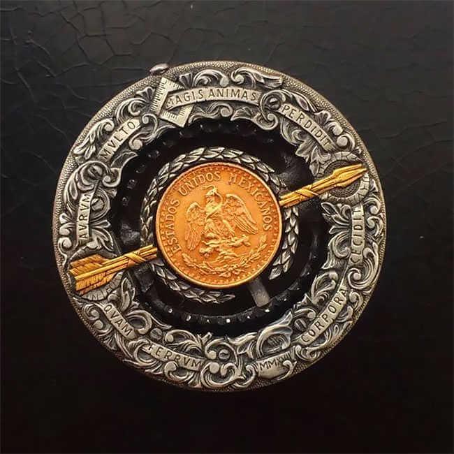 moneda tallada a mano