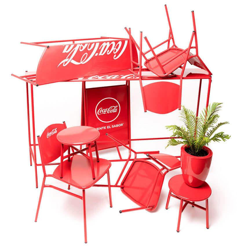 El dise de sillas y mesas de coca cola para 670 restaurantes for Mesas y sillas diseno