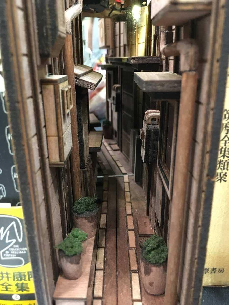 Sujetalibros de callejones en Japón