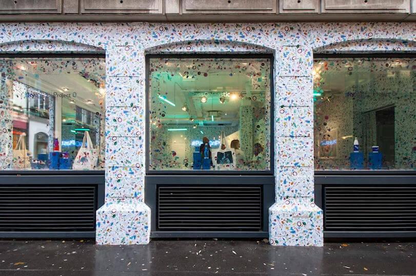 Tienda tapizada de plástico recuperado de océanos