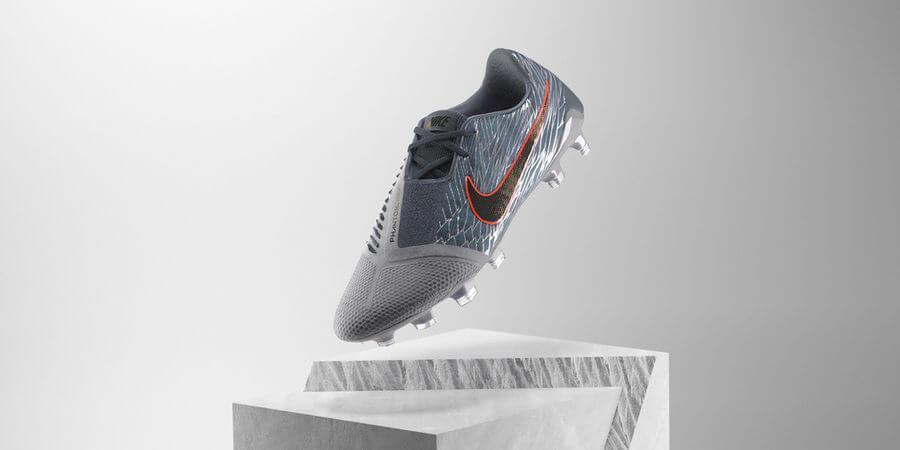 impermeable Grabar metálico  Nike promociona sus tenis Phantom y Mercurial Piece con jugadoras de fútbol