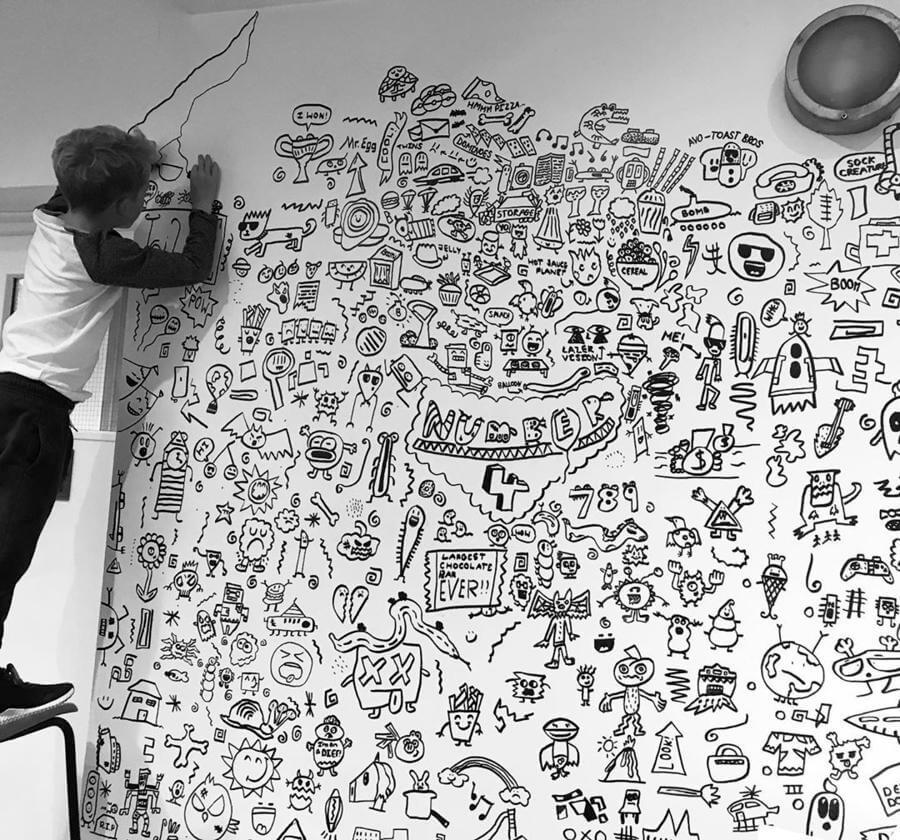 Niño ilustrador